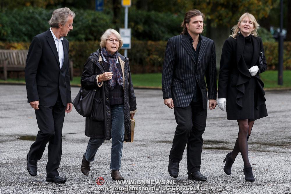 NLD/Leusden/20131107 - Uitvaart Leen Timp, Hans van Willigenburg, rechts Juriaan Kamp en partner