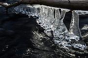 Issmelting i en elv | Icemelting in a river.