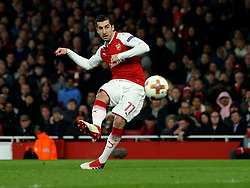 Henrikh Mkhitaryan of Arsenal shoots at goal - Mandatory by-line: Robbie Stephenson/JMP - 15/03/2018 - FOOTBALL - Emirates Stadium - London, England - Arsenal v AC Milan - UEFA Europa League Round of 16, Second leg