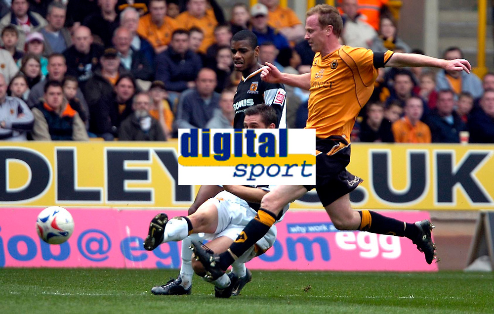 Photo: Ed Godden/Sportsbeat Images.<br />Wolverhampton Wanderers v Hull City. Coca Cola Championship. 09/04/2007. Hull's Nicky Forster has a shot on goal.