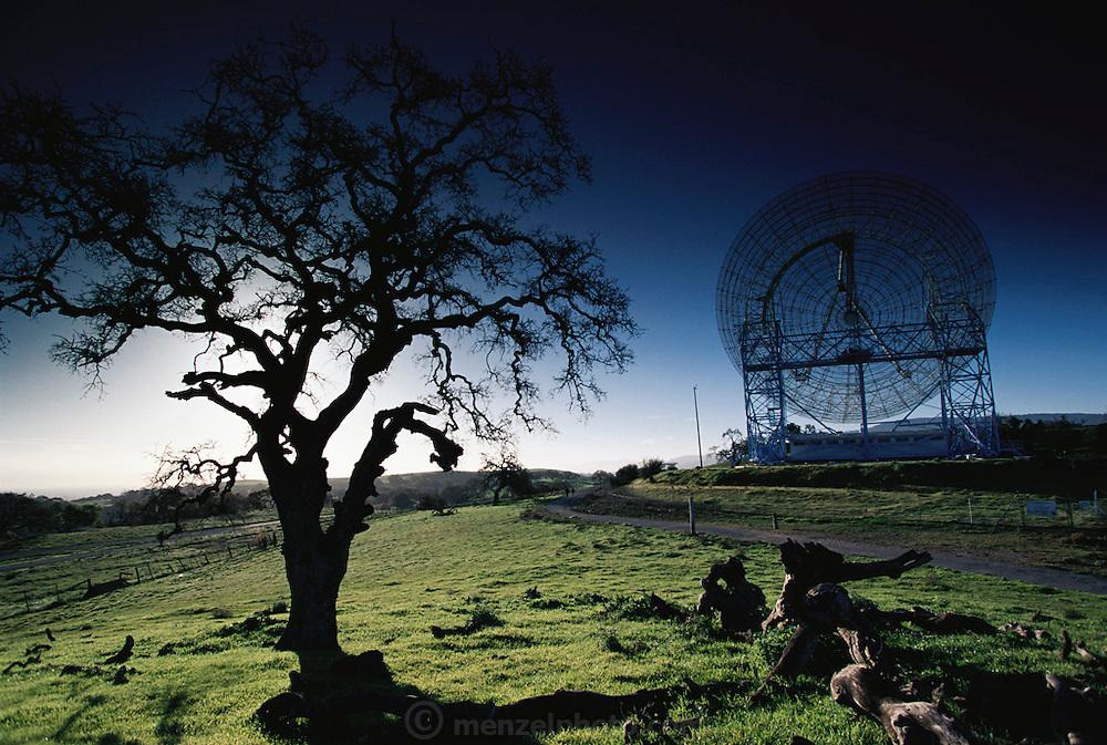 Radio Telescopes. Near Stanford University, Palo Alto, California. (1997)