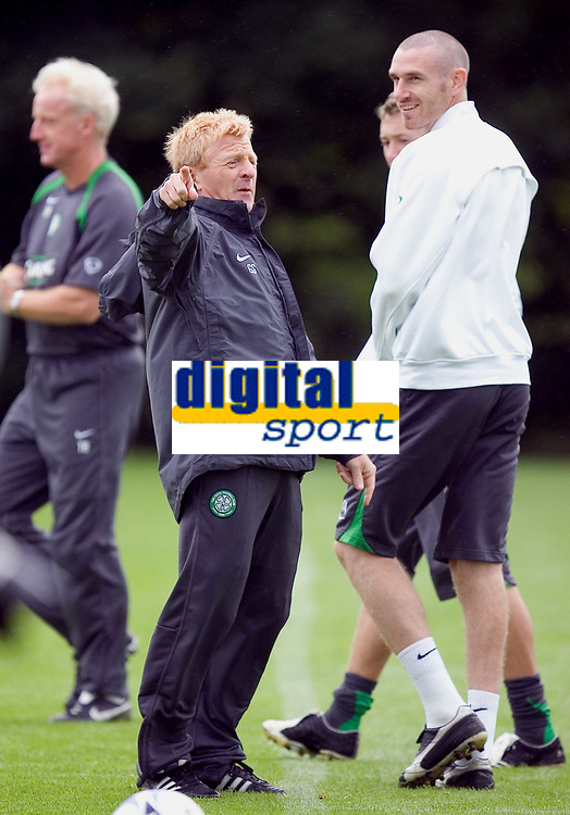 Celtic training at Barrowfield today as manager Gordon Strachan prepares for his first game in the Scottish Premier League against Motherwell tomorrow.<br /> Pic Ian Stewart  Friday July 29th. 2005<br /> Strachan issues instructions at training this morning