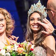 NLD/Hilversum/20131208 - Miss Nederland finale 2013, Jaqueline Steenbeek en de nieuwe Miss Nederland World Tatjana Maul