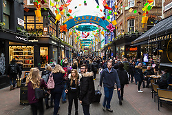 London, December 24 2017. Crowds grow in London's west end on Christmas eve as last minute shoppers hunt for gifts. PICTURED: Hundreds of shoppers on Carnaby Street. © SWNS
