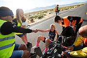 Aniek Rooderkerken stapt uit de VeloX 7 tijdens de vierde racedag. Het Human Power Team Delft en Amsterdam, dat bestaat uit studenten van de TU Delft en de VU Amsterdam, is in Amerika om tijdens de World Human Powered Speed Challenge in Nevada een poging te doen het wereldrecord snelfietsen voor vrouwen te verbreken met de VeloX 7, een gestroomlijnde ligfiets. Het record is met 121,44 km/h sinds 2009 in handen van de Francaise Barbara Buatois. De Canadees Todd Reichert is de snelste man met 144,17 km/h sinds 2016.<br /> <br /> With the VeloX 7, a special recumbent bike, the Human Power Team Delft and Amsterdam, consisting of students of the TU Delft and the VU Amsterdam, wants to set a new woman's world record cycling in September at the World Human Powered Speed Challenge in Nevada. The current speed record is 121,44 km/h, set in 2009 by Barbara Buatois. The fastest man is Todd Reichert with 144,17 km/h.