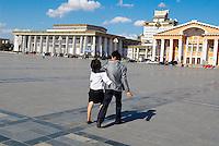 Mongolie. Oulan Bator. Place Sukhbaatar. // Mongolia. Ulan Bator. Sukhbaatar square.