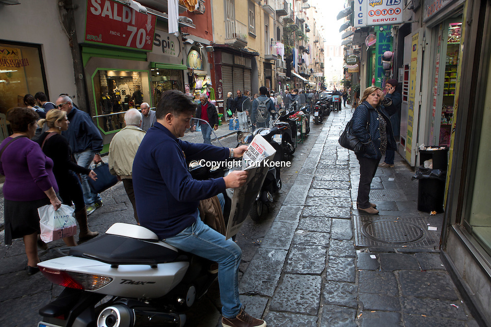 Scooters are the main mode of transport in Napels