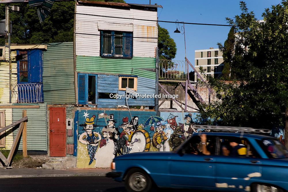fresco gmpryfying tango , and painting at the entrance of La Bocca area   Buenos Aires - Argentina  .///.fresque a la gloire du tango et du quartier historique du tango , la Bocaa et El Caminito  Buenos Aires - Argentine .///.BUAIR009