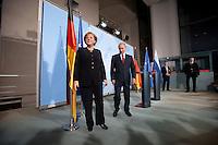16 JAN 2009, BERLIN/GERMANY:<br /> Angela Merkel (L), Bundeskanzlerin, und Wladimir Putin (R), Ministerpraesident Russland, nach einer Pressekonferenz, Bundeskanzleramt<br /> IMAGE: 20090116-01-050<br /> KEYWORDS: Vladimir Putin, auf dem Weg