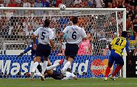 Photo: WROFOTO/Sportsbeat Images.<br />England v Ecuador. 2nd Round, FIFA World Cup 2006. 25/06/2006. <br />Ecuador's Carlos Tenorio (21)) hits in the bar.