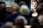 De koninklijke familie en tal van vrienden, bekenden en collega's van prins Friso zijn samengekomen in de Oude Kerk in Delft om de op 12 augustus overleden prins Friso te herdenken. <br /> <br /> The royal family and many friends, acquaintances and colleagues of Prince Friso are in the Old Church in Delft to commemorate the Prince who past away on August 12 2013.<br /> <br /> Op de foto / On the photo:   De dienst / Service