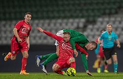Mads Lauritsen (Viborg FF) forsøger at stoppe Jeppe Kjær (FC Helsingør) under kampen i 1. Division mellem Viborg FF og FC Helsingør den 30. oktober 2020 på Energi Viborg Arena (Foto: Claus Birch).