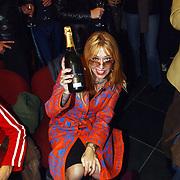 Opening Stip galerie, Louise Schiffmacher - van Teijlingen met champagne