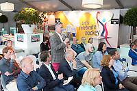 ROTTERDAM - Tijdens de Hockey World League , hockeyambassadeurs, voorzitters hockeyclub in omgeving Den Haag,  voor het WK 2014 worden toegesproken door KNHB direkteur Johan Wakkie. Foto Koen Suyk