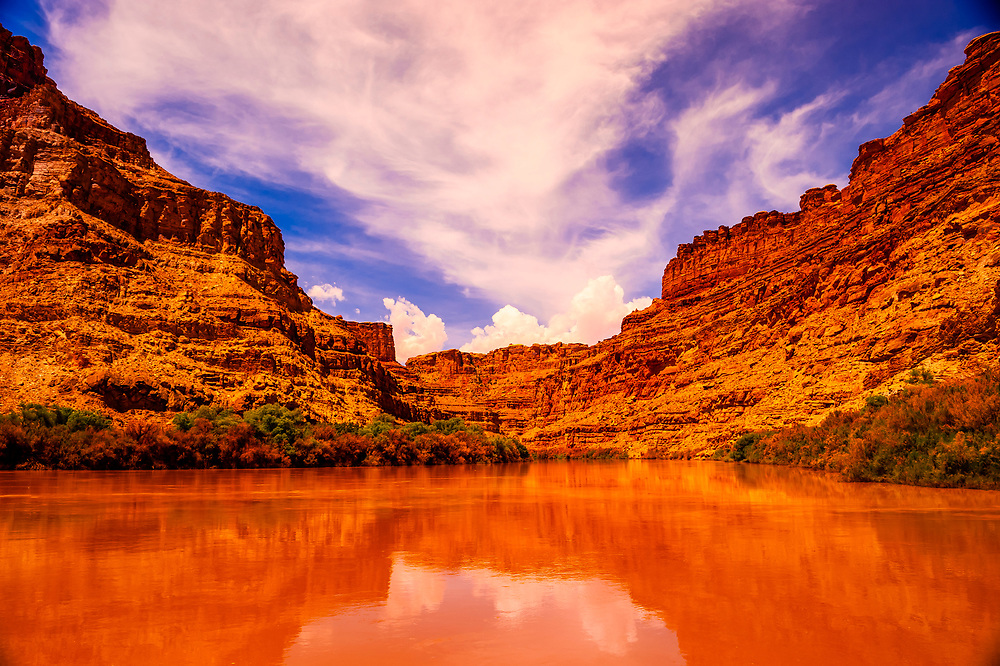 """Rafting into """"the Center of the Universe"""" (where the three parts of Canyonlands National Park come together at the confluence of the Colorado and Green Rivers (this is where the Cataract Canyon begins), Utah, USA"""