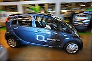 Nederland, Rotterdam, 22-09-2010Ecomobiel, beurs op het gebied van duurzame mobiliteit. Met auto's die rijden op waterstof, aardgas, biogas, en stroom. Bezoekers kunnen een testrit maken. Hier in een Peugeot.Foto: Flip Franssen/Hollandse Hoogte
