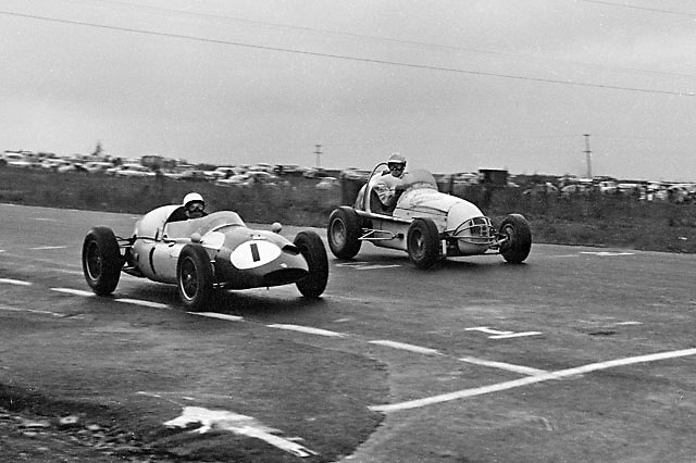 Stirling Moss, Cooper Climax, winning 1959 Formula Libre race at Watkins Glen, a forerunning event to the 1961-1979 US Grands Prix there.