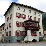 Casa caratteristica a Zernez..Characteristic house in Zernez