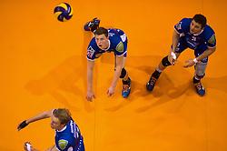 17-04-2016 NED: Play off finale Abiant Lycurgus - Seesing Personeel Orion, Groningen<br /> Abiant Lycurgus is door het oog van de naald gekropen tijdens het eerste finaleduel om het landskampioenschap. De Groningers keken in een volgepakt MartiniPlaza tegen een 0-2 achterstand aan tegen Seesing Personeel Orion, maar mede dankzij invaller Gino Naarden kwam Lycurgus langszij en pakte het de wedstrijd met 3-2 / Auke van de Kamp #5 of Lycurgus, Steven Irvin #3 of Lycurgus, Sander Scheper #11 of Lycurgus