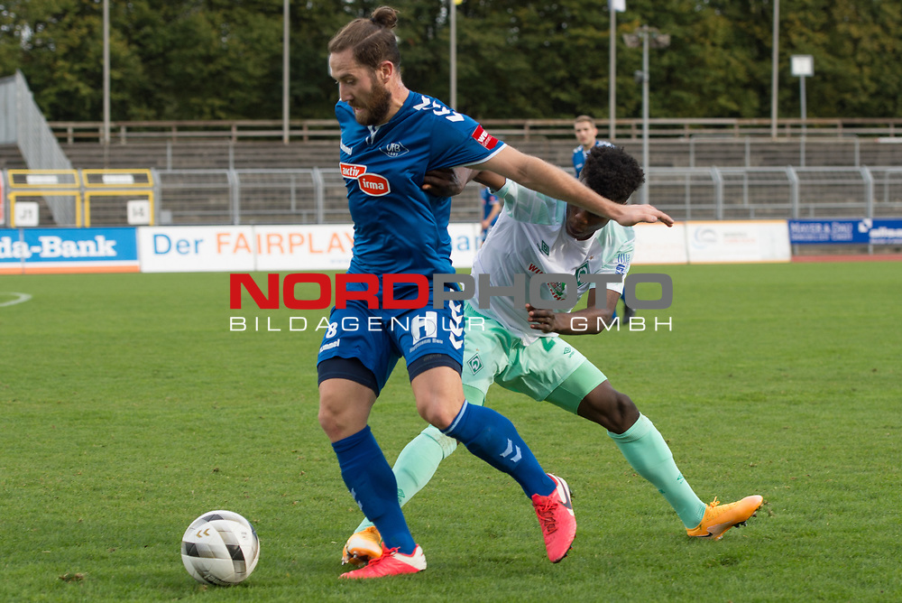 11.10.2020, Marschwegstadion, Oldenburg, GER, RL Nord,, Gruppe Süd VfB Oldenburg vs SV Werder Bremen U23,  DFL regulations prohibit any use of photographs as image sequences and/or quasi-video, im Bild<br /> Nico MATERN (VfB Oldenburg #8 ) Abdenego NANKISHI (SV Werder Bremen U23 #24 )<br /> <br /> Foto © nordphoto / Rojahn