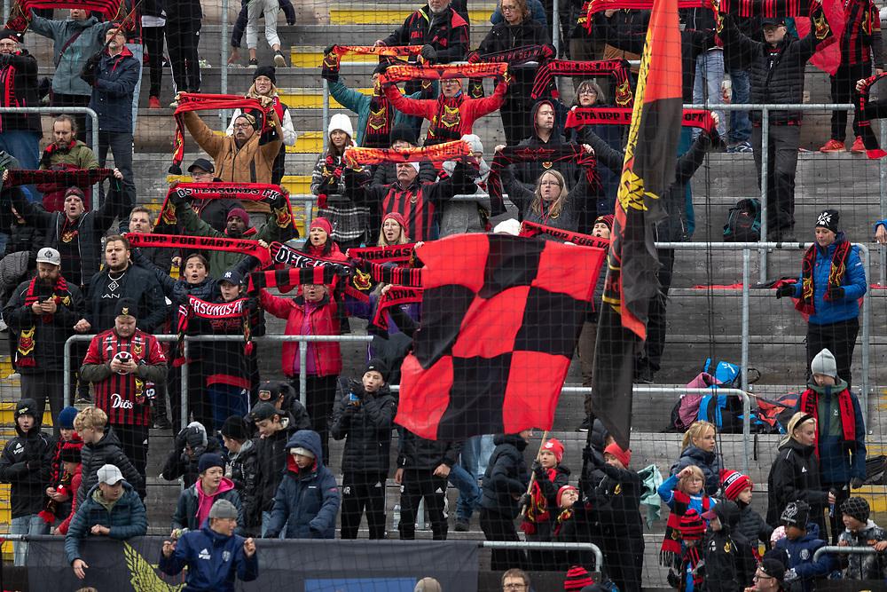 ÖSTERSUND 20210919<br /> Jublande ÖFK-fans efter segern i söndagens fotbollsmatch i allsvenskan mellan Östersunds FK och IF Elfsborg på Jämtkraft Arena.<br /> Foto: Per Danielsson / TT / kod 11910