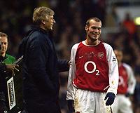 Fredrik Ljungberg (Arsenal) shares a joke with manager Arsene Wenger.  Arsenal v Middlesbrough, Highbury, 10/01/2003, Premiership Football. Credit : Colorsport / Robin Hume. Digital File Only.
