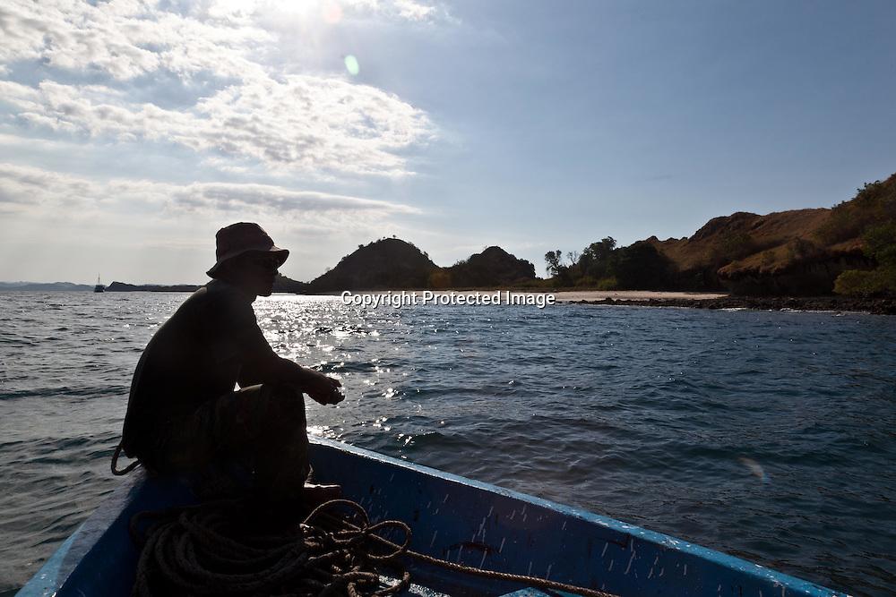 INDONESIA, Flores Archipelago, Tujuhbelas area, Deserted beach
