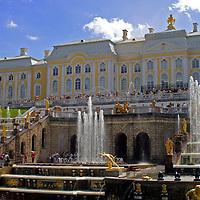 Europe, Russia, St. Petersburg. Fountains & gardens of Peterhof Palace.