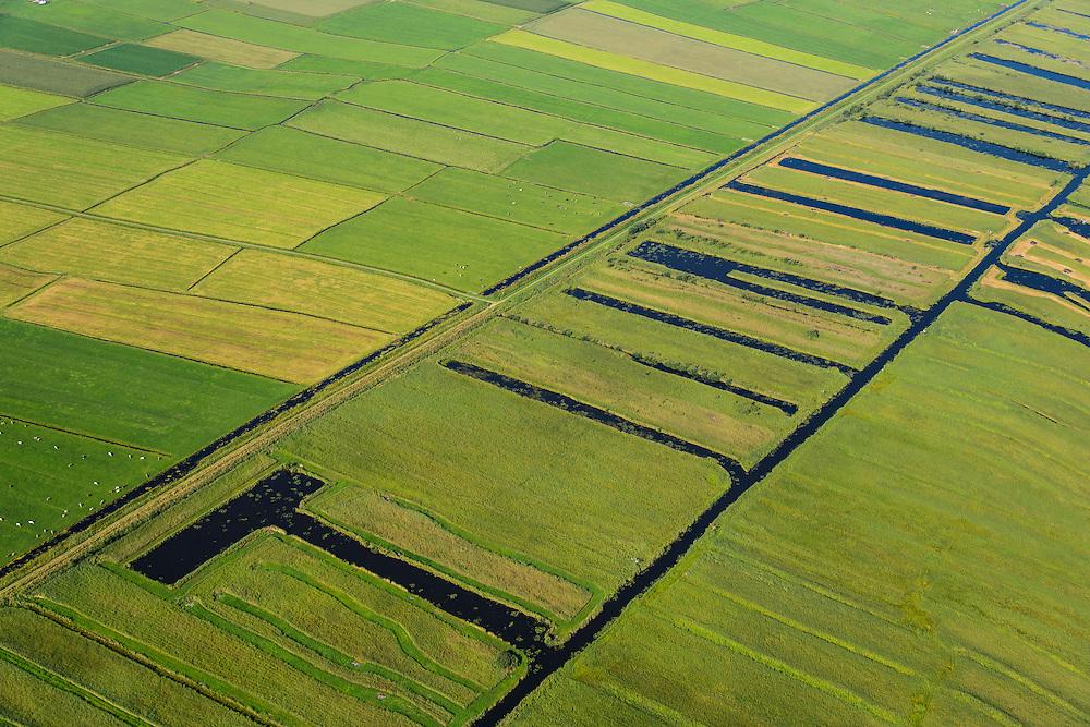 Nederland, Noordoostpolder, Overijssel, 27-08-2013;<br /> Op de grens van oud (rechts) en nieuw land (links) in de polders,  respectievelijk Weerribben en NOP<br /> On the border between old and new country in the polders.<br /> luchtfoto (toeslag op standaard tarieven);<br /> aerial photo (additional fee required);<br /> copyright foto/photo Siebe Swart.