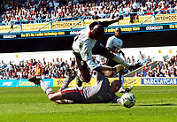 Foto: Digitalsport<br /> NORWAY ONLY<br /> Picture: Henry Browne.<br /> Date: 24/04/2004.<br /> Fulham v Charlton Athletic FA Barclaycard Premiership.<br /> <br /> <br /> Luis Boa Morte of Fulham is sent flying by Dean Kiely of Charlton to earn Fulham a penalty.