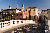 VICENZA, CENTRO STORICO, VEDUTA DAL PONTE SAN MICHELE, SCORCIO DELLA TORRE DEI BISSARI, VENETO, ITALIA