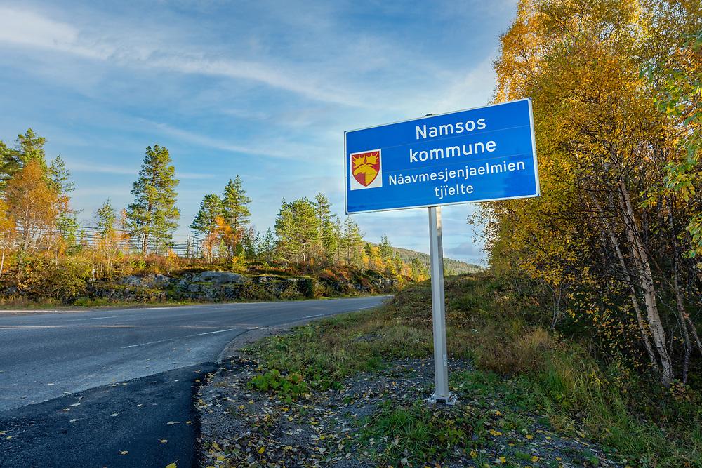 Trafikkskilt langs fylkesvei 715 som markerer overgang til Namsos, en kommune i Namdalen i Trøndelag.