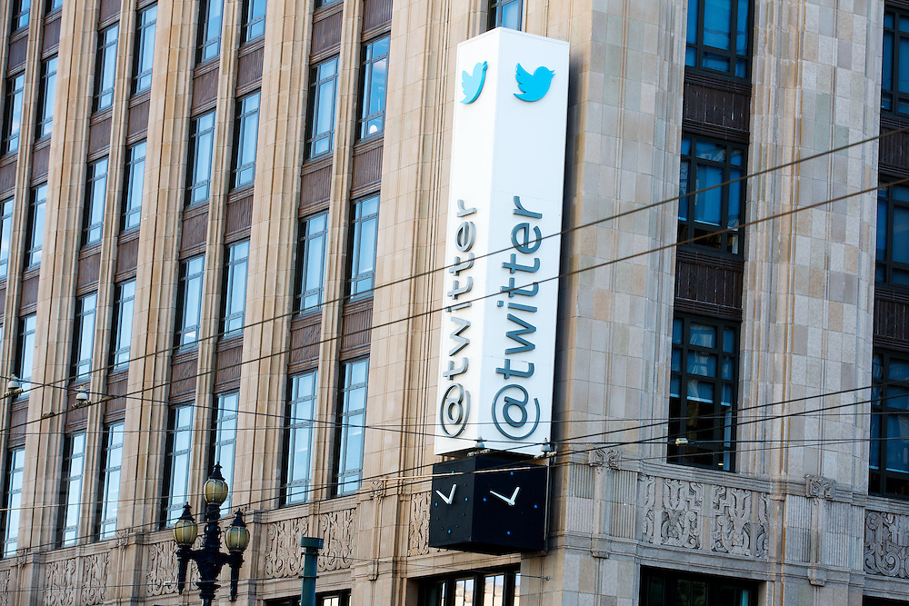 Het hoofdkantoor van Twitter aan de Market Street in San Francisco. De gratis internetdienst is een van meest gebruikte social media op dit moment.<br /> <br /> The headquarters of Twitter at the Market Street in San Francisco. The free internet service is one of the most populair social media services at this moment.