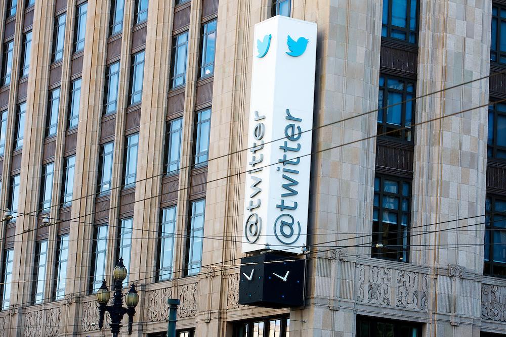 Het hoofdkantoor van Twitter aan de Market Street in San Francisco. De gratis internetdienst is een van meest gebruikte social media op dit moment.<br /> <br /> The headquarters of Twitter at the Market Street in San Francisco. The free internet service is one of the most populair social media services at this moment.
