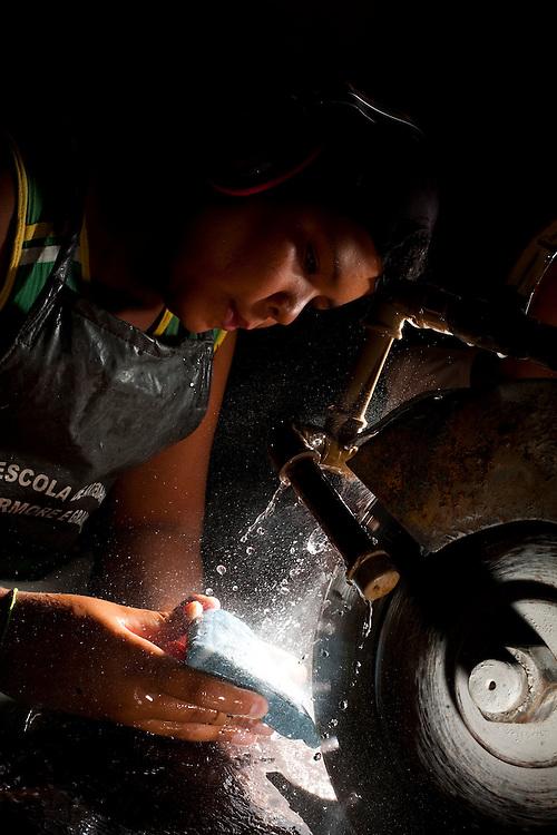 Venda Nova do Imigrante_ES, Brasil...Centro de artesanato em marmore. Na foto garoto fazendo artesanato...Crafts Center in marble. In the photo a boy making crafts...Foto: LEO DRUMOND / NITRO