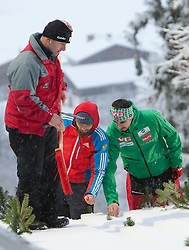 06.01.2012, Paul Ausserleitner Schanze, Bischofshofen, AUT, 60. Vierschanzentournee, FIS Ski Sprung Weltcup, Qualifikation, im Bild Russische und Norwegische Betreuer inspizieren die Anlaufspur // Russian and Norwegian supervisors inspect the inrun before qualification of 60th Four-Hills-Tournament FIS World Cup Ski Jumping at Paul Ausserleitner Schanze, Bischofshofen, Austria on 2012/01/06. EXPA Pictures © 2012, PhotoCredit: EXPA/ Johann Groder