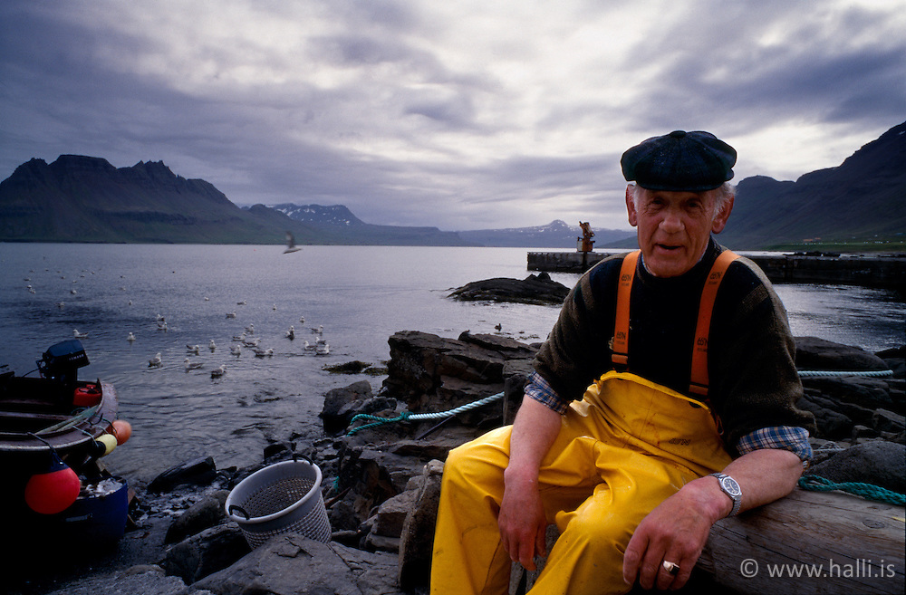Trillusjómaður á Gjögri á Ströndum / Old fisherman at Gjogur in Strandir