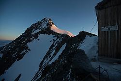 THEMENBILD - Grossglocknergipfel auf 3.798m, die ersten Sonnenstrahlen erleuchten das Eisleitl. Gesehen bei der Erzherzog Johann Hütte (3.454m) auf der sog. Adlersruhe am frühen Morgen des 2. Juli 2013 // THEMES IMAGE - the summit of Grossglockner at 3,798 m. The first rays of sunlight illuminate the Eisleitl. Seen at the Erzherzog Johann Hut (3.454m) on the so-called eagle resting in the early morning of 2 July 2013 EXPA Pictures © 2013, PhotoCredit: EXPA/ Johann Groder