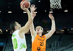 08-09-2015 CRO: FIBA Europe Eurobasket 2015 Slovenie - Nederland, Zagreb<br /> De Nederlandse basketballers hebben de kans om doorgang naar de knockoutfase op het EK basketbal te bereiken laten liggen. In een spannende wedstrijd werd nipt verloren van Slovenië: 81-74 / Mitja Nikolic of Slovenia vs Robin Smeulders of Netherlands. Photo by Vid Ponikvar / RHF