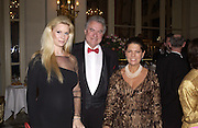 Jacqueline and David Siegel and Princess  Irina Strozzi. Crillon Debutantes Ball 2002. Paris. 7 December 2002. © Copyright Photograph by Dafydd Jones 66 Stockwell Park Rd. London SW9 0DA Tel 020 7733 0108 www.dafjones.com
