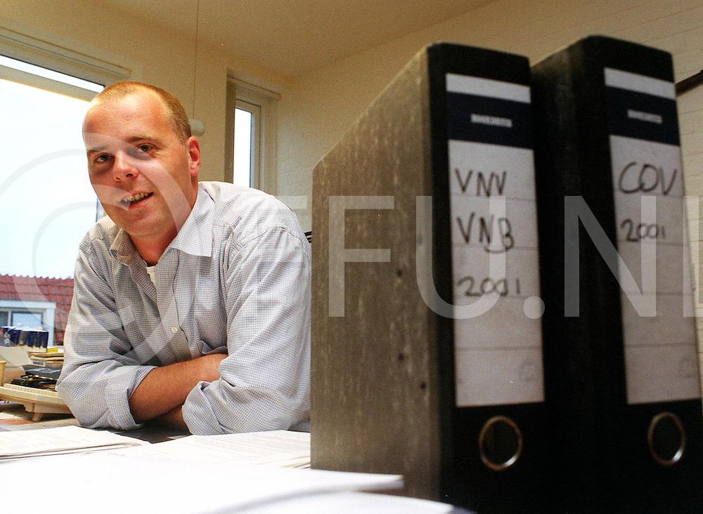 Fotografie Frank Uijlenbroek©2001/michiel van de velde.opdracht Meat Business 120143.foto van siward swart van de cnv bedrijvenbond in ommen