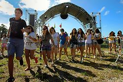 Abertura de portões do Planeta Atlântida 2014/SC, que acontece nos dias 17 e 18 de janeiro de 2014 no Sapiens Parque, em Florianópolis. FOTO: Itamar Aguiar/ Agência Preview