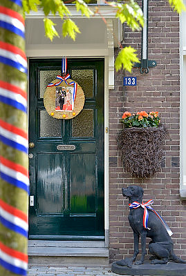 Nederland, Nijmegen, 30-4-2013, 30 aprilOp de dag dat Koningin Beatrix afscheid nam en Prins Willem-Alexander koning werd. Een huis is mooi versierd met oranje en rood wit en blauw.Foto: Flip Franssen