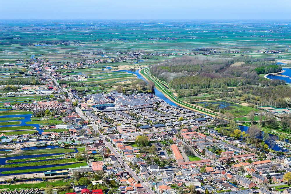 Nederland, Noord-Holland, regio Waterland, 20-04-2015; Oostzaan, overzicht <br /> met de dorpsstraat Noordeinde.  Het dorp maakt deel uit van de  Stadsregio Amsterdam (plusregio). <br /> Oostzaan, village north of Amsterdam.<br /> luchtfoto (toeslag op standard tarieven);<br /> aerial photo (additional fee required);<br /> copyright foto/photo Siebe Swart