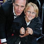 NLD/Amsterdam/20101010 - Premiere Sinterklaas en het Pakjes Mysterie, Joep Sertons en zoon Boas