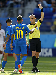 (l-r) Neymar of Brazil, referee Bjorn Kuipers during the 2018 FIFA World Cup Russia group E match between Brazil and Costa Rica at the Saint Petersburg Stadium on June 22, 2018 in Saint Petersburg, Russia.