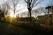 Een verlaten speeltuin in de ochtend in de Utrechtse wijk Pijlsweerd.<br /> <br /> An empty playground in the morning