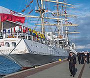 Dar Młodzieży zakotwiczony przy Nabrzeżu Pomorskim w Gdyni