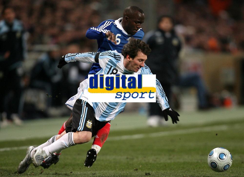 Fotball<br /> Frankrike v Argentina<br /> Foto: DPPI/Digitalsport<br /> NORWAY ONLY<br /> <br /> FOOTBALL - FRIENDLY GAMES 2008/2009 - FRANCE v ARGENTINA - 11/02/2009 - LIONEL MESSI (ARG) / LASSANA DIARRA (FRA)