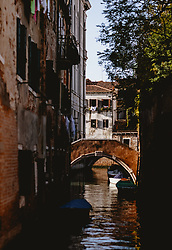 THEMENBILD - Stadtansicht bei Tag eines Nebenkanals, aufgenommen am 04. Oktober 2019 in Venedig, Italien // City view by day of a side channel in Venice, Italy on 2019/10/04. EXPA Pictures © 2019, PhotoCredit: EXPA/ JFK